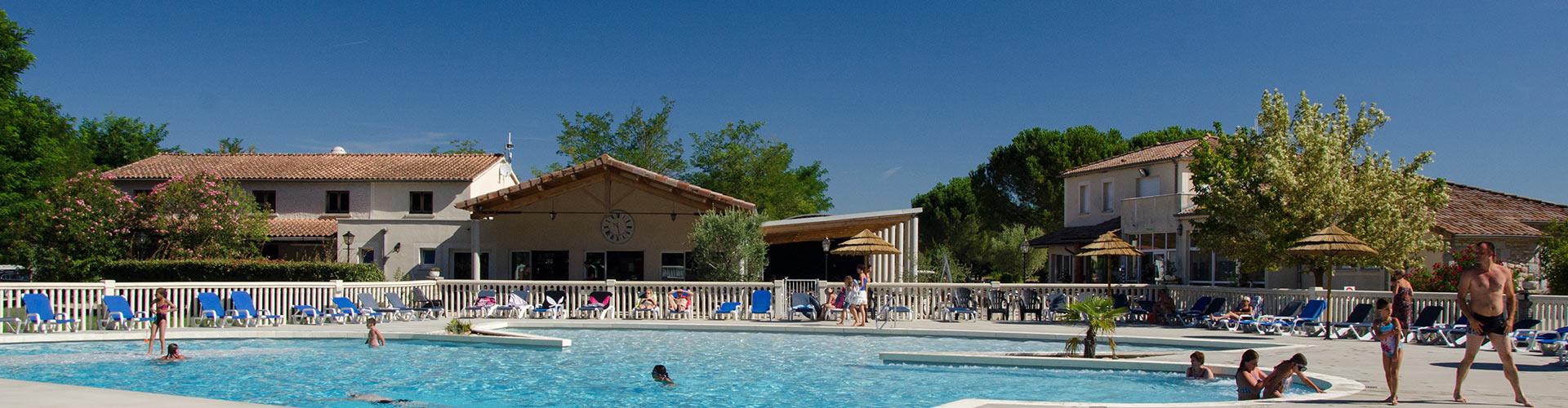 Campsite ardeche la grand 39 terre with vagues oc anes for Camping ardeche ruoms avec piscine